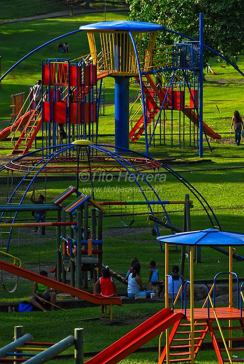 Kids play in El Parque Omar, Panama