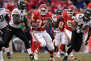 Kansas City Chiefs running back Larry Johnson (27) rushes up field in the first half against Jacksonville at Arrowhead Stadium in Kansas City, Missouri, December 31, 2006.  The Chiefs beat the Jaguars 35-30.<br />