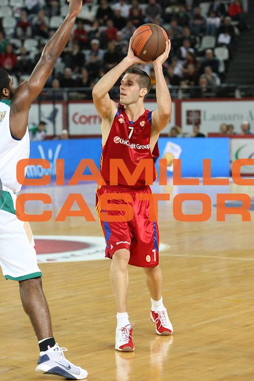 DESCRIZIONE : Roma Eurolega 2008-09 Lottomatica Virtus Roma Union Olimpija Lubiana<br /> GIOCATORE : Sani Becirovic<br /> SQUADRA : Lottomatica Virtus Roma<br /> EVENTO : Eurolega 2008-2009<br /> GARA : Lottomatica Virtus Roma Union Olimpija Lubiana<br /> DATA : 18/12/2008 <br /> CATEGORIA : Passaggio<br /> SPORT : Pallacanestro <br /> AUTORE : Agenzia Ciamillo-Castoria/C.De Massis
