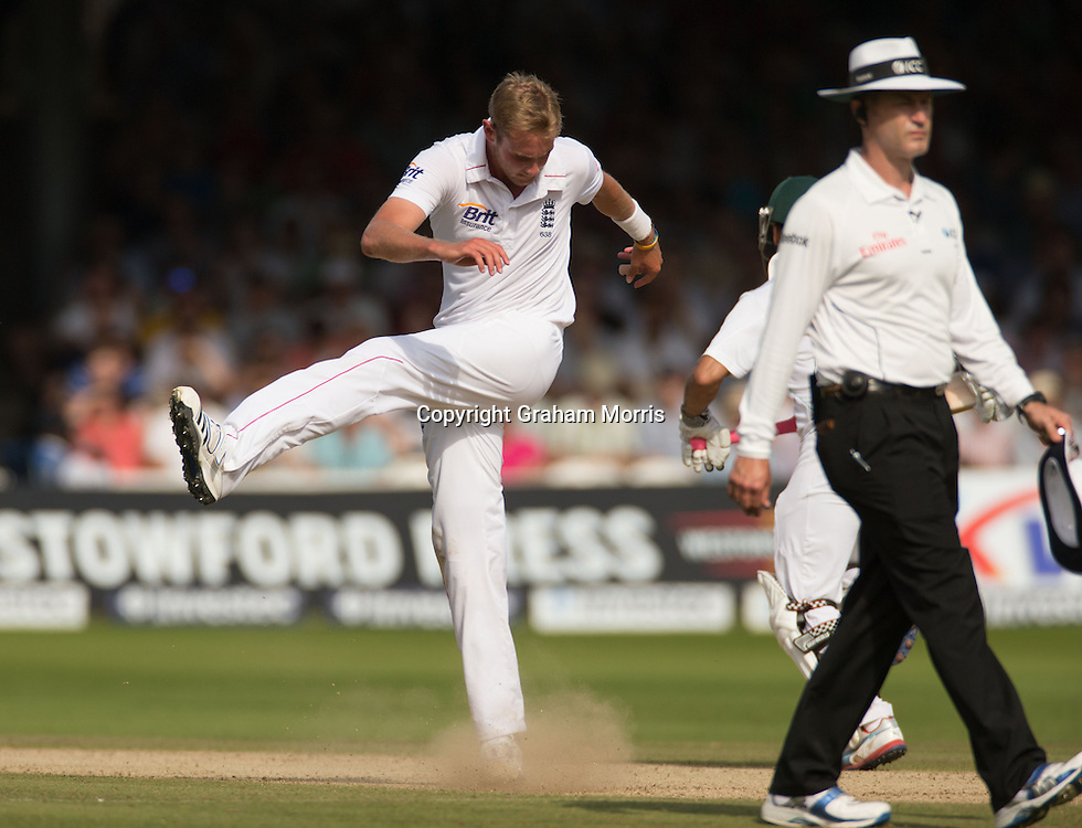 Bowler Stuart Broad kicks out in frustration after being driven for four by Vernon Philander during the third and final Investec Test Match between England and South Africa at Lord's Cricket Ground, London. Photo: Graham Morris (Tel: +44(0)20 8969 4192 Email: sales@cricketpix.com) 19/08/12