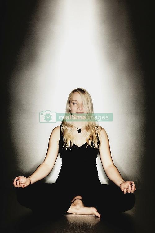 Dec. 09, 2007 - Muc, Bavaria, Allemagne - Yoga. Model Released (MR) (Credit Image: © Cultura/ZUMAPRESS.com)