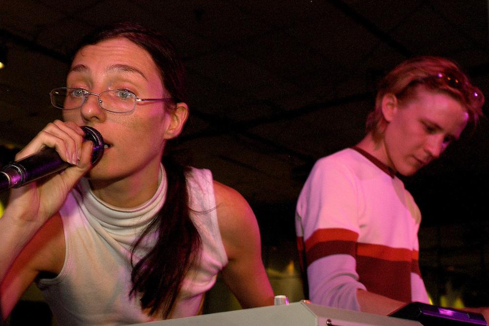 AGF/DLAY/MUTEK 2002/CAROLINE HAYEUR