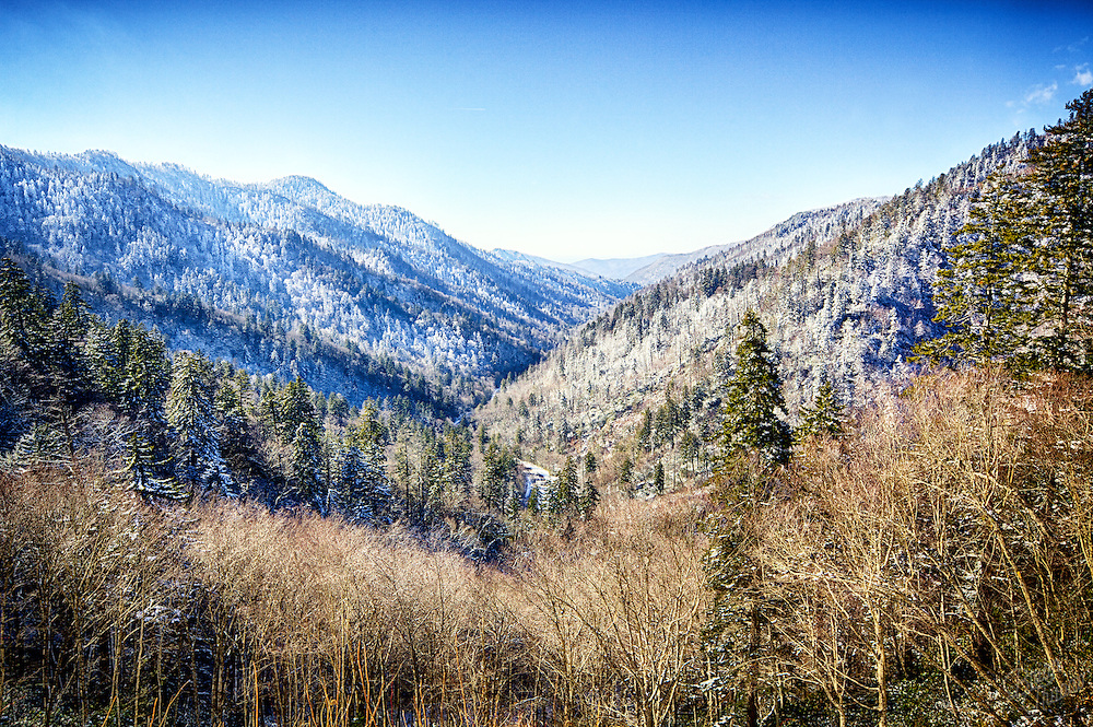Snow fall from the night before left several roadways in the Smoky Mountains closed. Thankfully the route to Newfound Gap opened just in time for us to get some spectacular views of the frosted peaks and treetops.