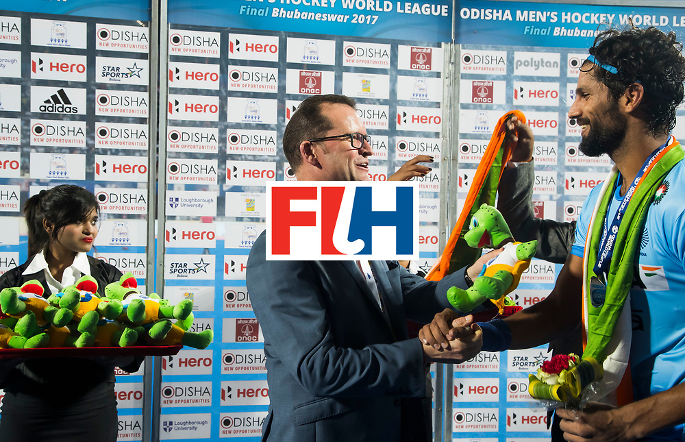 BHUBANESWAR - Hockey World League finals Match for bronze , Germany v India (1-2). Jason McCracken. CEO Chief Executive Officer with Rupinder Pal Singh (Ind) .  COPYRIGHT KOEN SUYK