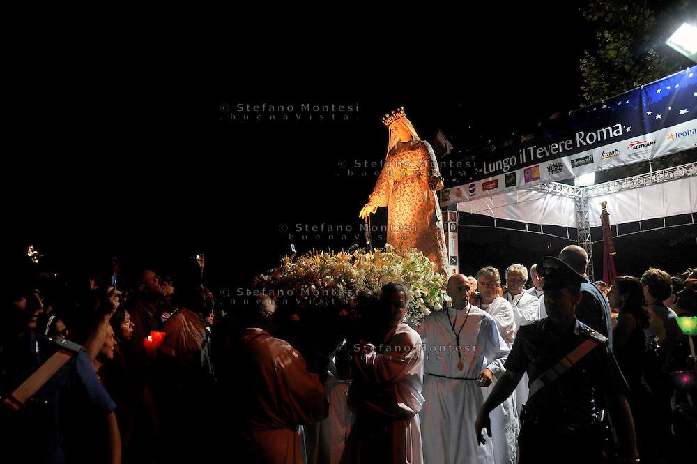 Roma 26 Luglio 2009..Venerabile Arciconfraternita  del SS.mo Sacramento e di Maria Ss. del Carmine in Trastevere a Roma fondata nell' anno 1539. I Solenni Festeggiamenti e la processione sul Tevere in onore della Madonna Fiumarola.The Solemn Celebrations and processions in honor of Madonna Fiumarola.http://www.arciconfraternitadelcarmine.it.http://eternallycool.net/?p=285