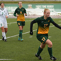 2nd year midfielder Jet Davies (17) of the Regina Cougars in action during the Women's Soccer  road trip to Saskatoon on October 9 at Griffiths Stadium. Credit: Arthur Ward/Arthur Images