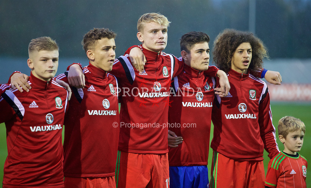 NEWPORT, WALES - Tuesday, November 3, 2015: Wales' Ryan Stirk, Brandon Oddy, William Billy Sass-Davies, goalkeeper Scott Reed and captain Ethan Ampadu before the Under-16's Victory Shield International match against Republic of Ireland at Dragon Park. (Pic by David Rawcliffe/Propaganda)