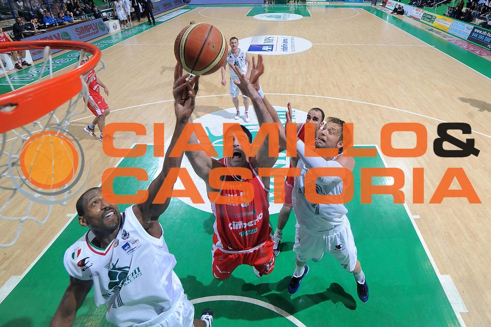 DESCRIZIONE :Siena  Lega A 2011-12 Montepaschi Siena Cimberio Varese Play off gara 1<br /> GIOCATORE : Gabriele Ganeto<br /> CATEGORIA : special rimbalzo <br /> SQUADRA : Cimberio Varese<br /> EVENTO : Campionato Lega A 2011-2012 Play off gara 1 <br /> GARA : Montepaschi Siena Cimberio Varese<br /> DATA : 17/05/2012<br /> SPORT : Pallacanestro <br /> AUTORE : Agenzia Ciamillo-Castoria/ GiulioCiamillo<br /> Galleria : Lega Basket A 2011-2012  <br /> Fotonotizia : Siena  Lega A 2011-12 Montepaschi Siena Cimberio Varese Play off gara 1<br /> Predefinita :