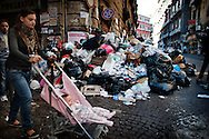 Napoli, Italia - 15 novembre 2010. Cumuli di spazzatura non raccolta nel centro di Napoli..Ph. Roberto Salomone Ag. Controluce.ITALY - Piles of uncollected garbage are seen downtown Naples on November 15, 2010.