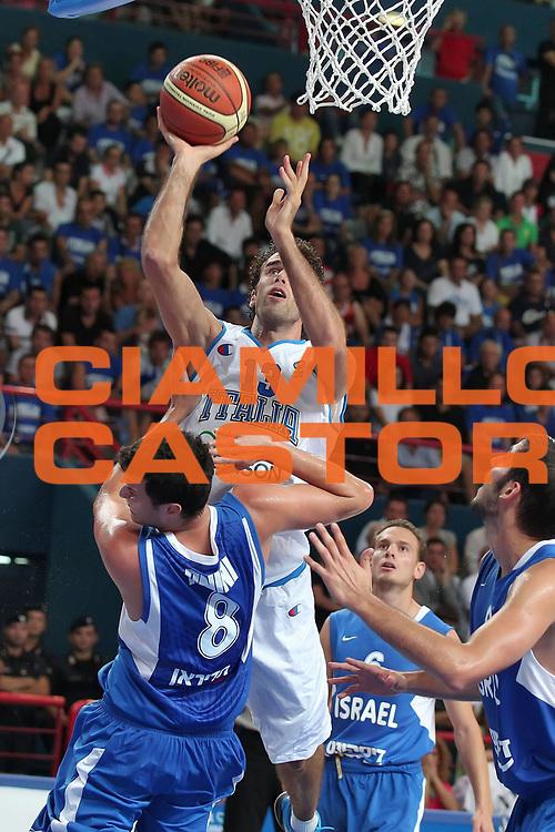 DESCRIZIONE : Bari Qualificazioni Europei 2011 Italia Israele<br /> GIOCATORE : Luigi Datome<br /> SQUADRA : Nazionale Italia Uomini <br /> EVENTO : Qualificazioni Europei 2011<br /> GARA : Italia Israele<br /> DATA : 02/08/2010 <br /> CATEGORIA : tiro<br /> SPORT : Pallacanestro <br /> AUTORE : Agenzia Ciamillo-Castoria/ElioCastoria<br /> Galleria : Fip Nazionali 2010 <br /> Fotonotizia : Bari Qualificazioni Europei 2011 Italia Israele<br /> Predefinita :
