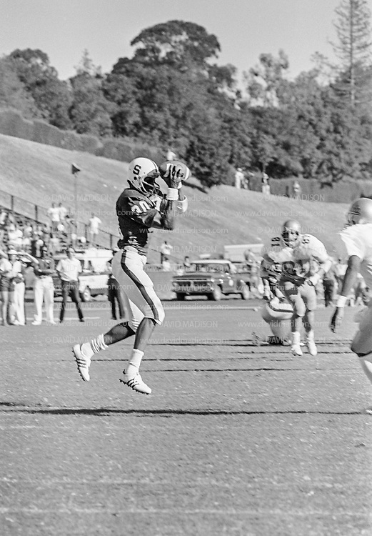 PALO ALTO, CA -  OCTOBER 8:  Wide receiver James Lofton #30 of Stanford University makes a catch during a PAC-8 NCAA football game against the UCLA Bruins played on October 8. 1977 at Stanford Stadium on the campus of Stanford University in Palo Alto, California.  Jeff Muro #81 of UCLA is visible in background.  Lofton later played in the NFL and is a member of the Pro Football Hall of Fame. (Photo by David Madison/Getty Images) *** Local Caption *** James Lofton