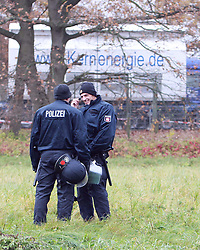 08.11.2010, Castortransport 2010, Dannenberg, GER, Die Castoren sind eingetroffen und werden ueberwacht fuer die Verladung auf LKW, EXPA Pictures © 2010, PhotoCredit: EXPA/ nph/  Kohring+++++ ATTENTION - OUT OF GER +++++