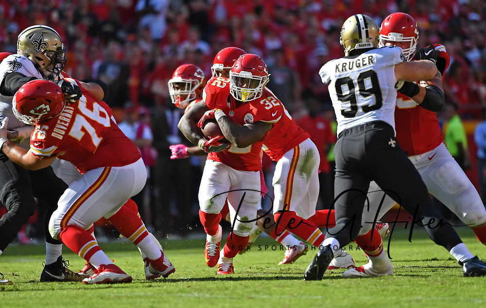 KANSAS CITY, MO - OCTOBER 23:  Running back Spencer Ware #32 of the Kansas City Chiefs runs up the middle against the New Orleans Saints during the second half on October 23, 2016 at Arrowhead Stadium in Kansas City, Missouri.  (Photo by Peter Aiken/Getty Images) *** Local Caption *** Spencer Ware