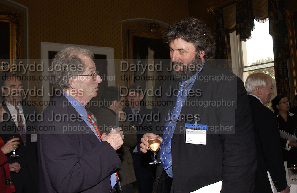 PROF ROBERT BENEWICK AND STEVE BELL .Association awards, 2005. Institute of Directors. Pall Mall. London. 29 November 2005. ONE TIME USE ONLY - DO NOT ARCHIVE  © Copyright Photograph by Dafydd Jones 66 Stockwell Park Rd. London SW9 0DA Tel 020 7733 0108 www.dafjones.com