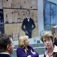 Nederland, Rotterdam , 28 januari 2011..De Nationale Kansdenkdag organiseert landelijk inspirerende Kansdenkdagen vanuit het concept Kansdenken. Op uw verzoek organiseren wij zelfs uw eigen incompany Kansdenkdag! De Nationale Kansdenkdag is een initiatief van Svelar Vitaal..Op de foto interessante gesprekken tijdens de lunch.Foto:Jean-Pierre Jans