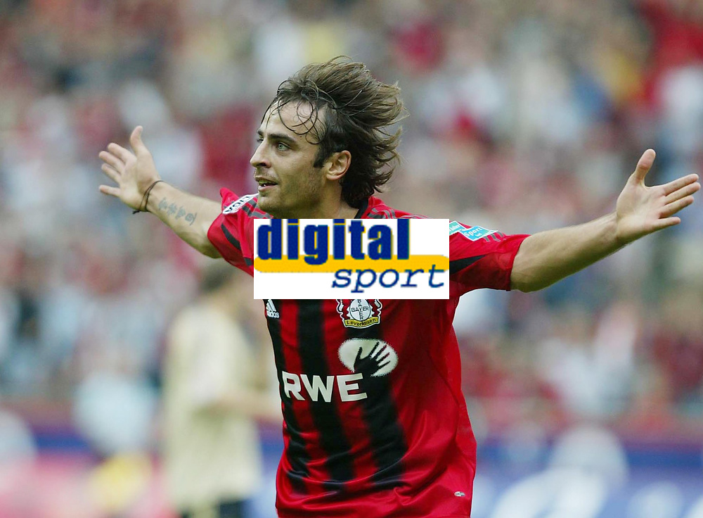 Fotball<br /> Foto: Witters/Digitalsport<br /> NORWAY ONLY<br /> <br /> Bundesliga 2004/2005<br /> 1:0 Jubel Dimitar Berbatov Leverkusen<br /> Bundesliga Bayer 04 Leverkusen - FC Bayern M&uuml;nchen 4:1