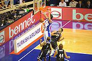 DESCRIZIONE : Desio Eurolega 2011-12 Bennet Cantu Bizkaia Bilbao Basket<br /> GIOCATORE : Giorgi Shermadini<br /> CATEGORIA : schiacciata<br /> SQUADRA : Bennet Cantu<br /> EVENTO : Eurolega 2011-2012<br /> GARA : Bennet Cantu Bizkaia Bilbao Basket<br /> DATA : 03/11/2011<br /> SPORT : Pallacanestro <br /> AUTORE : Agenzia Ciamillo-Castoria/GiulioCiamillo<br /> Galleria : Eurolega 2011-2012<br /> Fotonotizia : Desio Eurolega 2011-12 Bennet Cantu Bizkaia Bilbao Basket<br /> Predefinita :