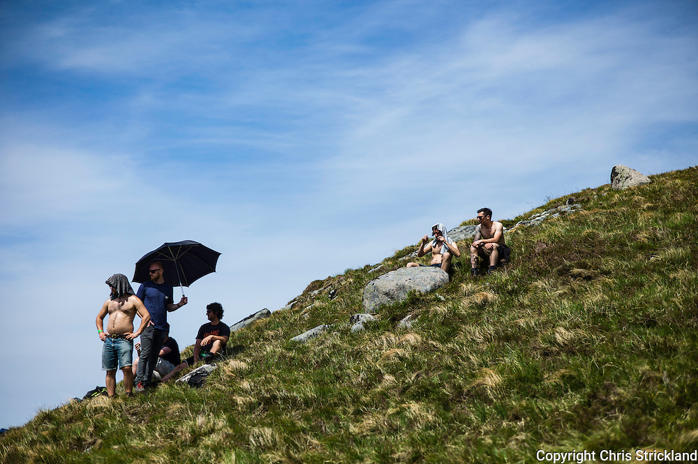 Nevis Range, Fort William, Scotland, UK. 4th June 2016. Spectators line the 2.8km downhill course providing riders plenty of encouragement as the weather provides a high mood. The worlds leading mountain bikers descend on Fort William for the UCI World Cup on Nevis Range.