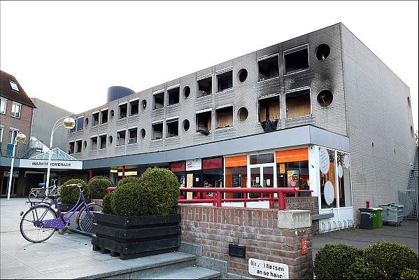 Nederland, Wijchen, 8-4-2015Een uitgebrand appartement in een seniorenflat boven het winkelcentrum aan het Europaplein. Vorige week redden drie jongens hiervan de bewoonster en waarschuwden de andere bewoners van de flat. Er vielen geen slachtoffers maar de veiligheid van ouderen die zelfstandig wonen kan een probleem worden.FOTO: FLIP FRANSSEN/ HOLLANDSE HOOGTE