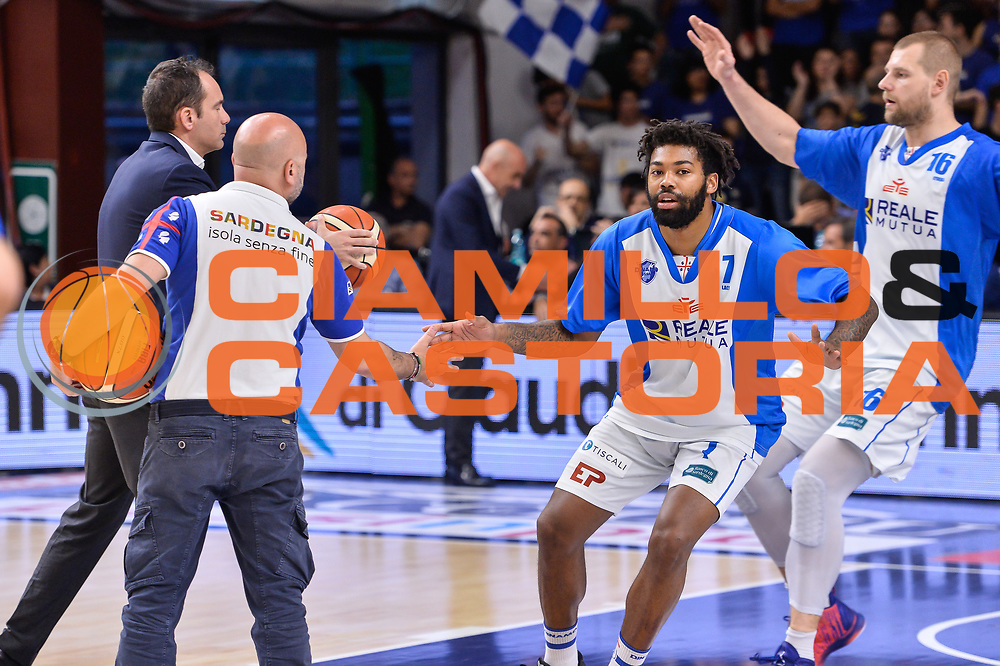 Travor Lacey, Matteo Boccolini<br /> Banco di Sardegna Dinamo Sassari - Dolomiti Energia Aquila Basket Trento<br /> Legabasket Serie A LBA Poste Mobile 2016/2017<br /> Playoff Quarti Gara3<br /> Sassari 16/05/2017<br /> Foto Ciamillo-Castoria