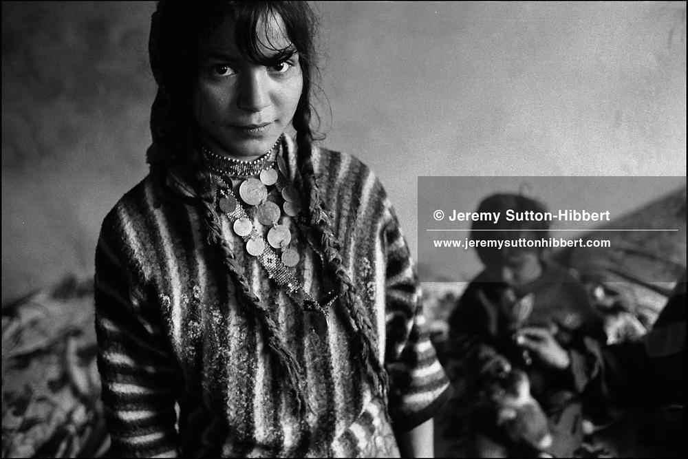 IRINA CALDARARU, 18 YEARS OLD. SINTESTI, ROMANIA. MAY 1997..©JEREMY SUTTON-HIBBERT 2000..TEL./FAX. +44-141-649-2912..TEL. +44-7831-138817.