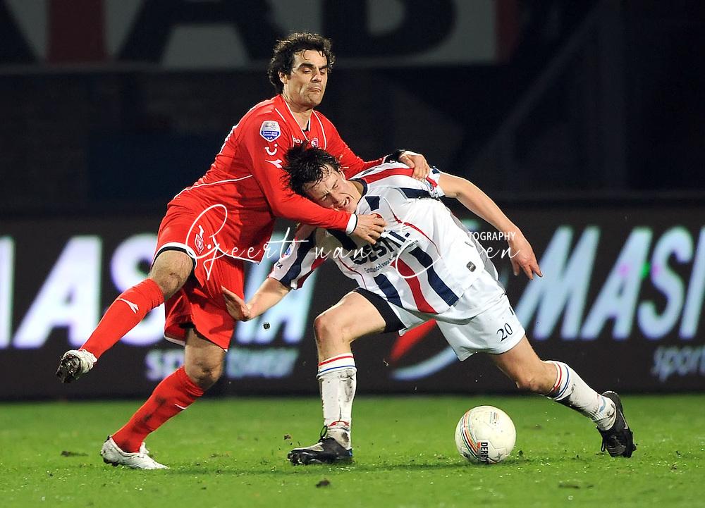 14-03-2009 Voetbal:Willem II:FC Twente:Tilburg<br /> Kenneth PEREZ (L) in duel met Niels VORTHOREN (R)<br /> Foto: Geert van Erven