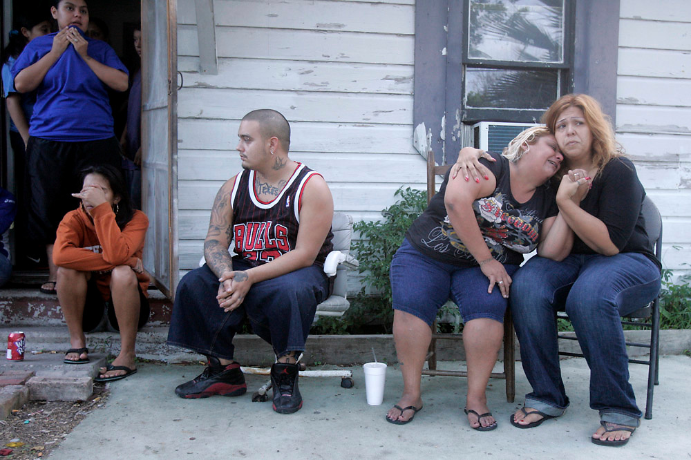 "Michael Zamora/Caller-Times.Hope Plazola (right) tries to console Sylivia Hernandez, the mother of the victim, Thursday, Oct. 1, 2009 before the start of a candlelight vigil for 17-year-old Clarryssa ""Debo"" Silguero on Sabinas Street in Corpus Christi."