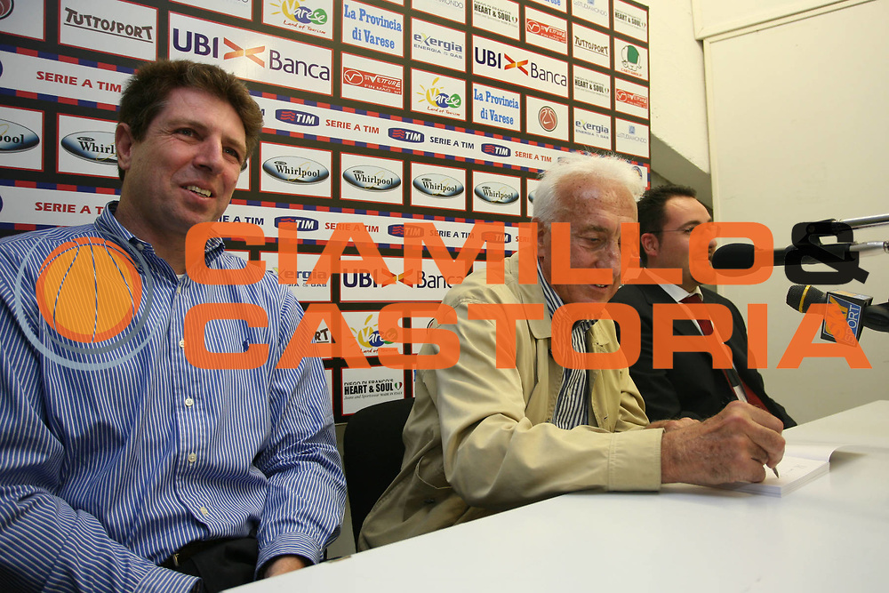 DESCRIZIONE : Varese Lega A1 2006-07 Whirlpool Varese Tisettanta Cantu<br /> GIOCATORE : Gamba<br /> SQUADRA : Whirlpool Varese<br /> EVENTO : Campionato Lega A1 2006-2007<br /> GARA : Whirlpool Varese Tisettanta Cantu<br /> DATA : 28/04/2007<br /> CATEGORIA : Curiosita<br /> SPORT : Pallacanestro<br /> AUTORE : Agenzia Ciamillo-Castoria/S.Ceretti