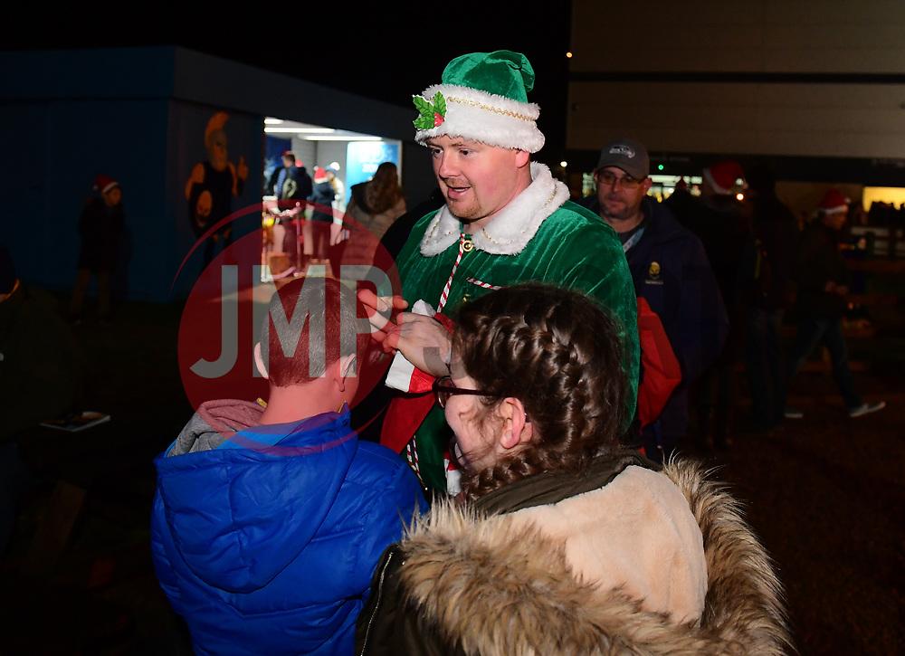 Elf hands out hats - Mandatory by-line: Alex Davidson/JMP - 22/12/2017 - RUGBY - Sixways Stadium - Worcester, England - Worcester Warriors v London Irish - Aviva Premiership