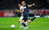 26. August 2011: Berlin, Olympiastadion: Fussball 1. Bundesliga, 4. Spieltag: Hertha BSC - VfB Stuttgart: Berlins Roman Hubnik (blau) gegen Stuttgarts Shinji Okazaki (weiss).