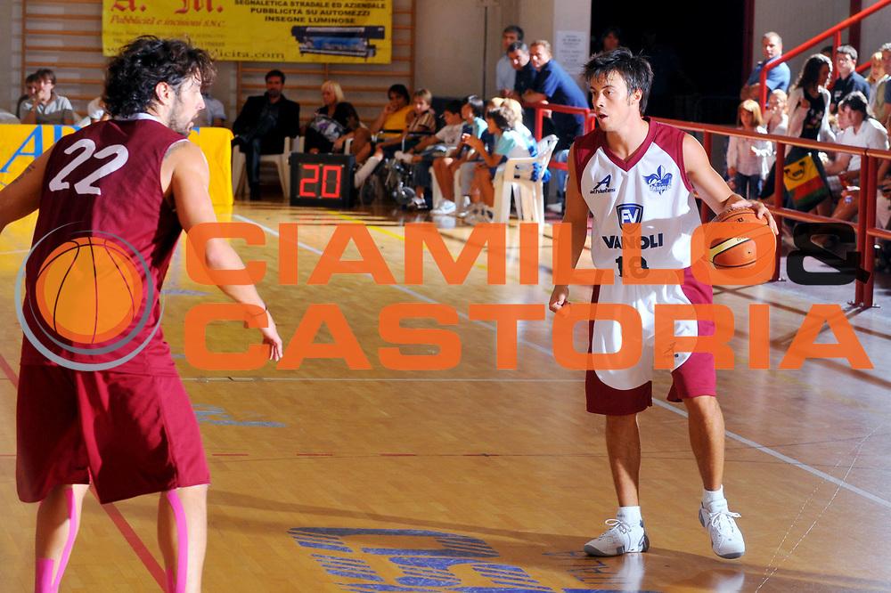 DESCRIZIONE : San Stino di Livenza Venezia Lega A 2009-10 Amichevole Vanoli Basket Cremona Reyer Venezia<br /> GIOCATORE : Alessandro Piazza<br /> SQUADRA : Vanoli Basket Cremona<br /> EVENTO : Campionato Lega A 2009-2010 <br /> GARA :  Vanoli Basket Cremona Reyer Venezia<br /> DATA : 05/09/2009<br /> CATEGORIA :  Palleggio<br /> SPORT : Pallacanestro <br /> AUTORE : Agenzia Ciamillo-Castoria/M.Gregolin