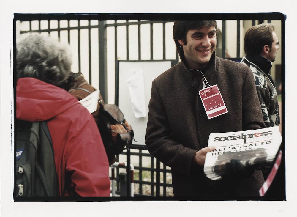 Firenze, European Social Forum, novembre 2002. Ingresso della Fortezza da Basso, sede dei lavori del Social Forum Europeo.