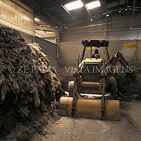 Usina de reciclagem de lixo industrial, Schroeder, Santa Catarina, Brasil. foto de Ze Paiva/Vista Imagens