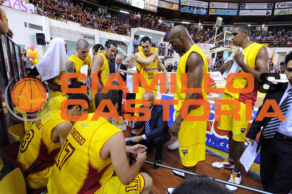 DESCRIZIONE : Barcellona Pozzo Di Cotto Lega Basket A2 2010-11 Playoff Semifinale Gara 3 Sigma Barcellona Fastweb Casale Monferrato<br /> GIOCATORE : Cesare Pancotto<br /> SQUADRA : Sigma Barcellona<br /> EVENTO : Campionato Lega A2 2010-2011<br /> GARA : Sigma Barcellona Fastweb Casale Monferrato<br /> DATA : 02/06/2011<br /> CATEGORIA : coach timeot<br /> SPORT : Pallacanestro <br /> AUTORE : Agenzia Ciamillo-Castoria/C.De Massis<br /> Galleria : Lega Basket A2 2010-2011 <br /> Fotonotizia : Barcellona Pozzo Di Cotto Lega Basket A2 2010-11 Playoff Semifinale Gara 3 Sigma Barcellona Fastweb Casale Monferrato<br /> Predefinita :
