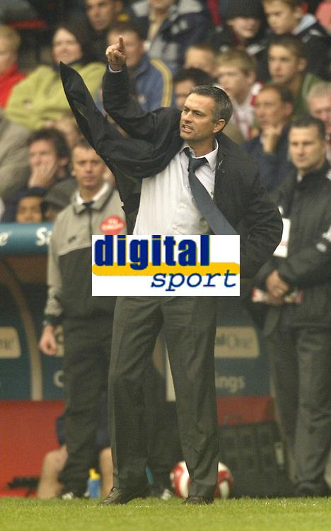 Photo: Aidan Ellis.<br /> Sheffield United v Chelsea. The Barclays Premiership. 28/10/2006.<br /> Chelsea manger Jose Mourinho shouts at his players