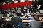 Lanparty in Bulle, Videogamen ein ganzes Weekend lang: 48 Stunden World of Warcraft im Lan-verband. Jouer des jeux vidéo presque 24 h sur 24. Image d'une Lan-party, Bulle, 2008. © Romano P. Riedo