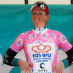 19-04-2015: Wielrennen: Ronde van Gelderland vrouwen: Apeldoorn<br /> APELDOORN (NED) wielrennen De vijftigste ronde van Apeldoorn werd verreden onder te mooie weersomstandigheden. In het Ordenbos eindigde de wedstrijd in een massasprint. Kirsten Wild is de leidster in de topcompetitie