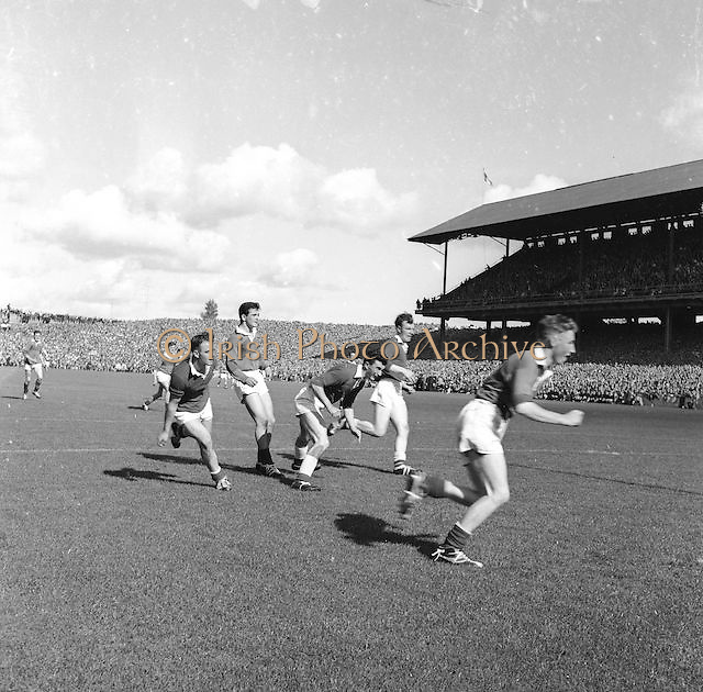 Players running for the ball during the All Ireland Senior Gaelic Football Final Down v. Offaly in Croke Park on the 24th September 1961.