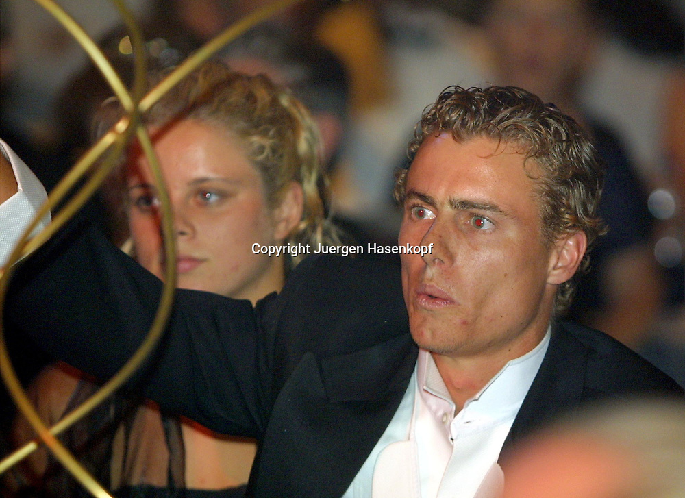 Sport,Tennis,Hopman Cup in Perth,Australien,Mixed<br /> Doubles WM, Lleyton Hewitt und Freundin Kim Clijsters beim Silvester Ball , nimmt an einer Versteigerung fuer wohltaetige Zwecke teil,, 31.12.2001