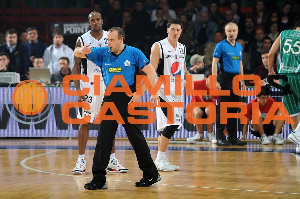 DESCRIZIONE : Caserta Lega A 2009-10 Pepsi Caserta Air Avellino<br /> GIOCATORE : Arbitro<br /> SQUADRA : Pepsi Caserta Air Avellino<br /> EVENTO : Campionato Lega A 2009-2010 <br /> GARA : Pepsi Caserta Air Avellino<br /> DATA : 18/04/2010<br /> CATEGORIA :<br /> SPORT : Pallacanestro <br /> AUTORE : Agenzia Ciamillo-Castoria/GiulioCiamillo<br /> Galleria : Lega Basket A 2009-2010 <br /> Fotonotizia : Caserta Campionato Italiano Lega A 2009-2010 Pepsi Caserta Air Avellino<br /> Predefinita :