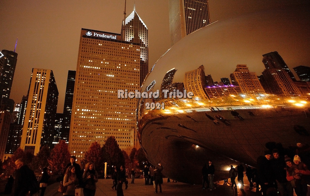 """People visiting the """"bean""""at night. Millennium Park"""