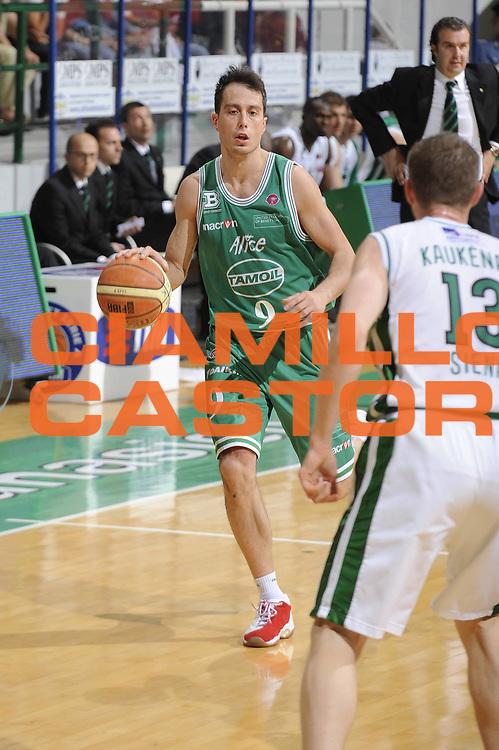 DESCRIZIONE : Siena Lega A 2008-09 Playoff Semifinale Gara 1 Montepaschi Siena Benetton Treviso<br /> GIOCATORE : Massimo Bulleri <br /> SQUADRA : Benetton Treviso<br /> EVENTO : Campionato Lega A 2008-2009<br /> GARA : Montepaschi Siena Benetton Treviso<br /> DATA : 30/05/2009<br /> CATEGORIA : Palleggio<br /> SPORT : Pallacanestro<br /> AUTORE : Agenzia Ciamillo-Castoria/G.Ciamillo
