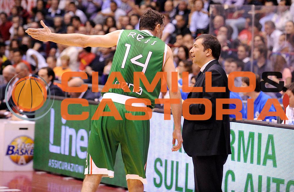 DESCRIZIONE : Milano Lega A 2012-13 Play Off Quarti di Finale Gara1 EA7 Olimpia Armani Milano Montepaschi Siena<br /> GIOCATORE : Coach Luca Banchi<br /> SQUADRA : Montepaschi Siena<br /> EVENTO : Campionato Lega A 2012-2013 Play Off Quarti di Finale Gara1<br /> GARA :  EA7 Olimpia Armani Milano Montepaschi Siena<br /> DATA : 10/05/2013<br /> CATEGORIA : Coach Fair Play Directory<br /> SPORT : Pallacanestro<br /> AUTORE : Agenzia Ciamillo-Castoria/A.Giberti<br /> Galleria : Lega Basket A 2012-2013<br /> Fotonotizia : EA7 Olimpia Armani Milano Montepaschi Siena<br /> Predefinita :