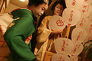 Kosen (in green) -maiko girl, and Yachiho (in gold)-geisha girl, in Geisha district of Miyagawacho, Kyoto. 18/04/2004