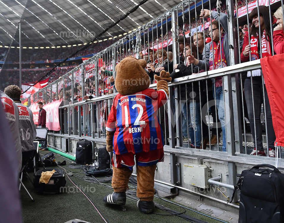 Fussball  1. Bundesliga  Saison 2014/2015   3. SPIELTAG FC Bayern Muenchen - VfB Stuttgart       13.09.2014 FC Bayern Maskottchen Berni begruesst die Fans in der Allianz Arena