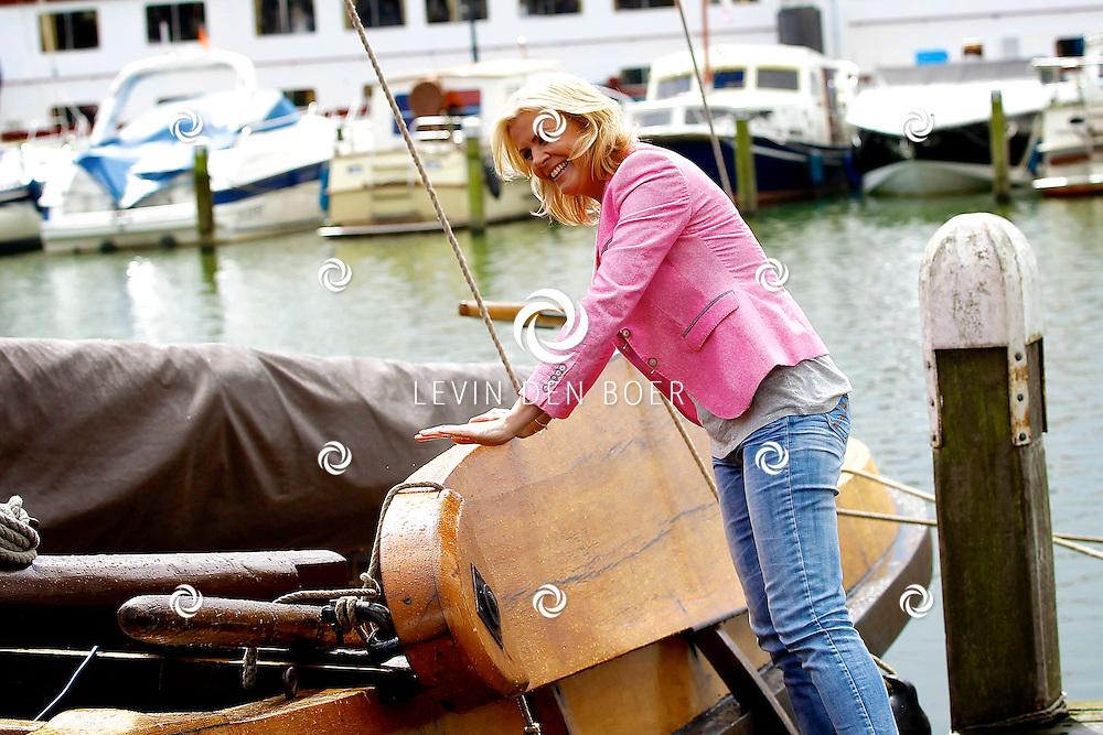 VOLENDAM - In hotel The Old Dutch is een cd presentatie gehouden. Met op de foto  Irene Moors. FOTO LEVIN DEN BOER - PERSFOTO.NU