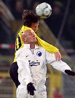 Fotball, 04.12.2001 Dortmund, Deutschland,<br />Fussball UEFA Pokal, Borussia Dortmund - FC Kopenhagen, Dortmunds Tomas Rosicky gegen Kopenhagens Peter Christiansen.<br />Foto: ALEX GRIMM/Digitalsport