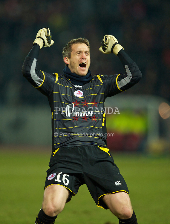 LILLE, FRANCE - Thursday, March 11, 2010: LOSC Lille Metropole's goalkeeper Mickael Landreau celebrates his side's late goal against Liverpool during the UEFA Europa League Round of 16 1st Leg match at the Stadium Lille-Metropole. (Photo by David Rawcliffe/Propaganda)