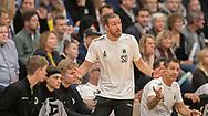 Cheftræner Simon Dahl (Nordsjælland) under kampen i Herrehåndbold Ligaen mellem Nordsjælland Håndbold og Aalborg Håndbold den 27. november 2019 i Helsinge Hallen (Foto: Claus Birch).