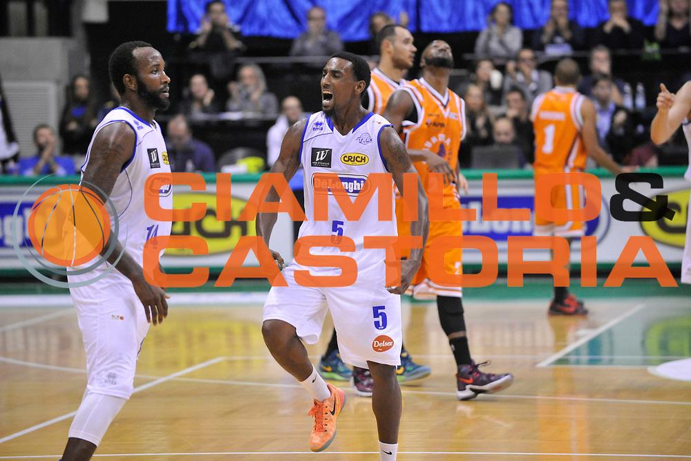 DESCRIZIONE : Treviso Lega due 2015-16  Universo Treviso De Longhi - Aurora Basket Jesi<br /> GIOCATORE : la marshall corbett<br /> CATEGORIA : Esultanza sequenza<br /> SQUADRA : Universo Treviso De Longhi - Aurora Basket Jesi<br /> EVENTO : Campionato Lega A 2015-2016 <br /> GARA : Universo Treviso De Longhi - Aurora Basket Jesi<br /> DATA : 31/10/2015<br /> SPORT : Pallacanestro <br /> AUTORE : Agenzia Ciamillo-Castoria/M.Gregolin<br /> Galleria : Lega Basket A 2015-2016  <br /> Fotonotizia :  Treviso Lega due 2015-16  Universo Treviso De Longhi - Aurora Basket Jesi